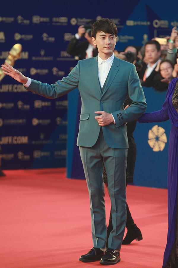 郑元畅出席《我是女王》首映礼搭档宋慧乔