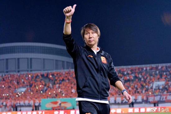 国足榜样!主帅李铁以个人名义为武汉捐款100万 自己还用iPhone 6